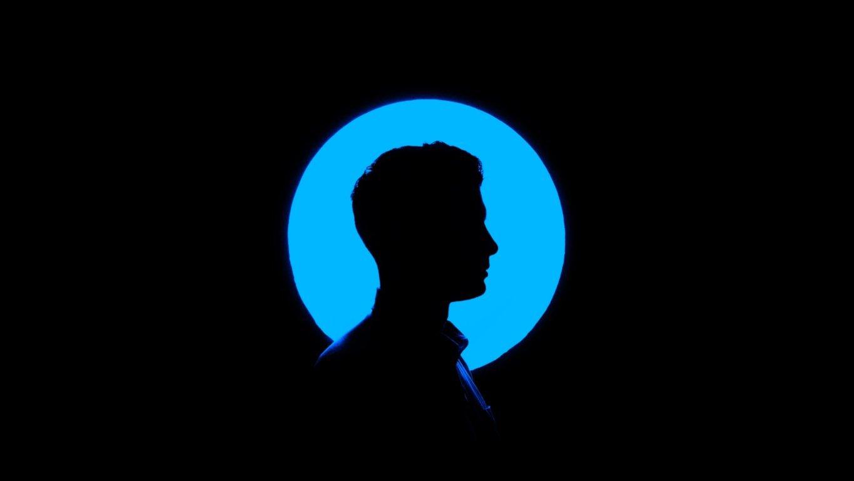 profilo_cerchio_blu_sfondo_nero_minimimized